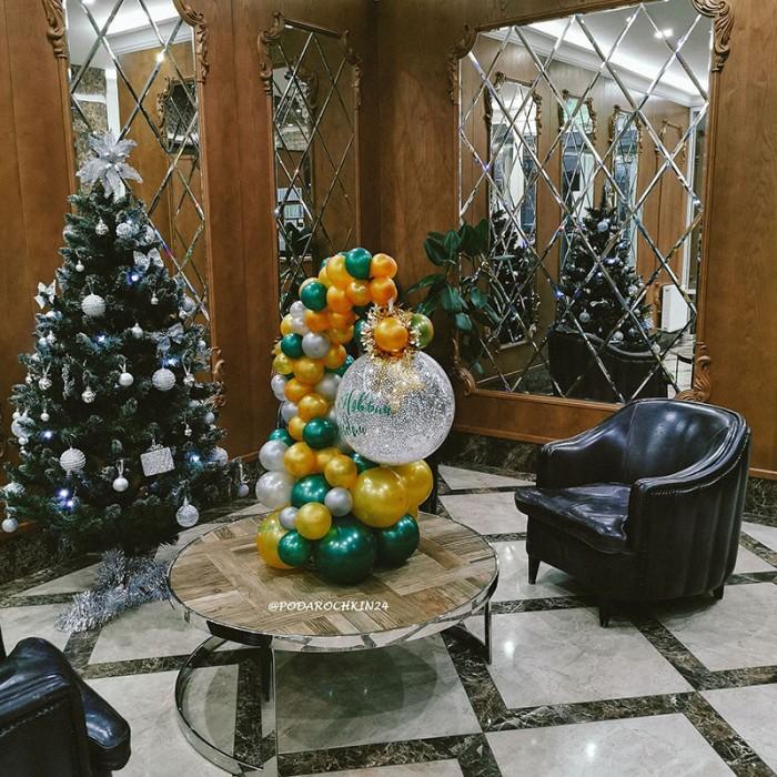 Новогоднее оформление с большим шаром