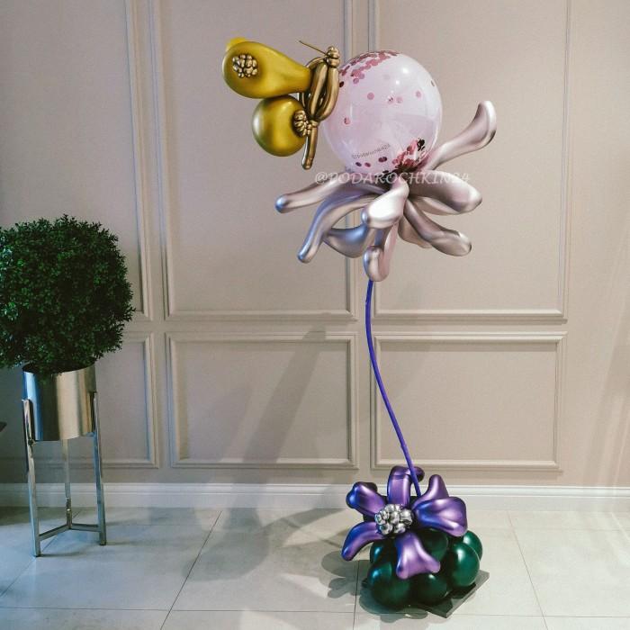 Цветы с бабочкой из шаров